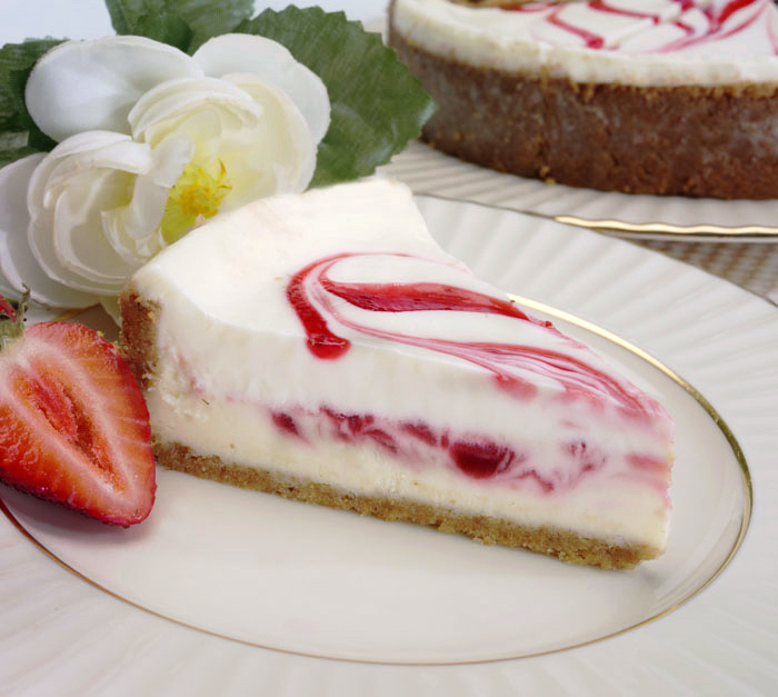 Strawberry Swirl Cheesecake | Delicious World